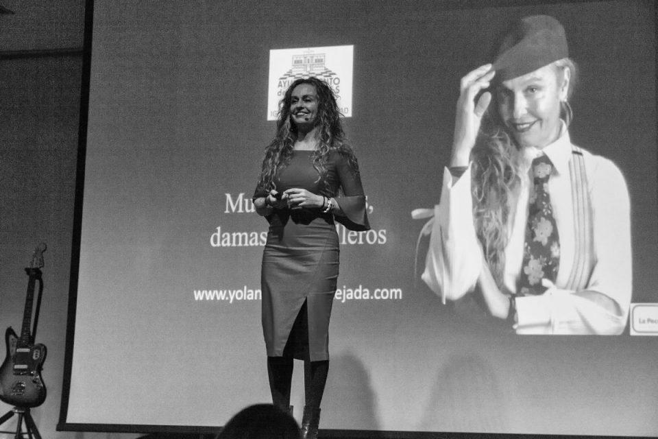 experiencia formativa conferencia, poesía y rock Linares en femenino yolanda saenz de tejada